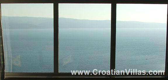 Spacious Apartment with Pool in Omis, Makarska Riviera