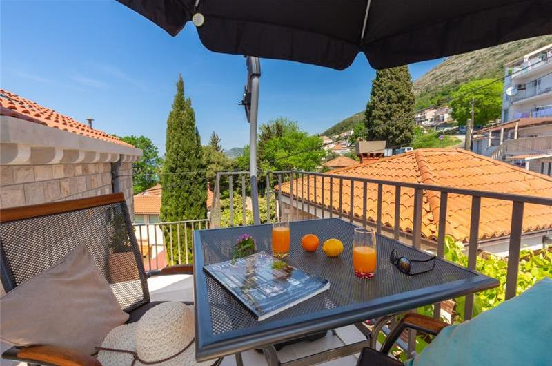 Studio Apartment with Shared Terrace near Dubrovnik Old Town, Sleeps 2-3