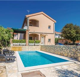 4 Bedroom Villa with Pool in Pinezići on Krk Island, Sleeps 8