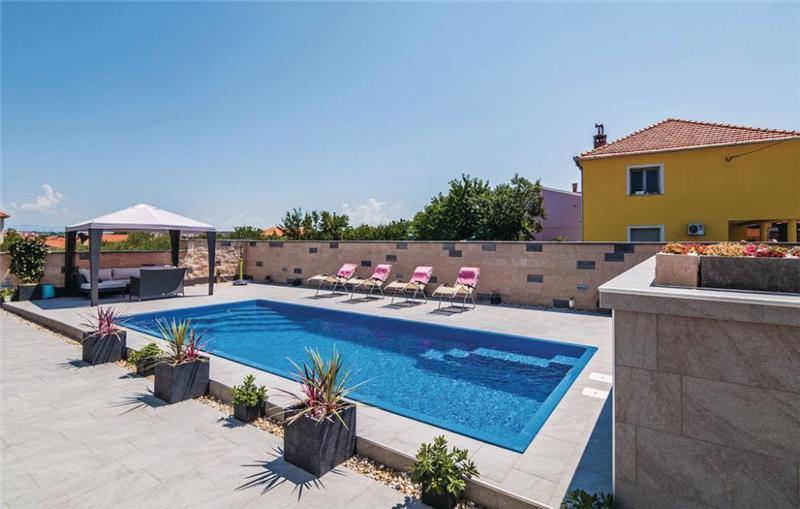 5 Bedroom Villa with Pool in Zadar, Sleeps 8-9
