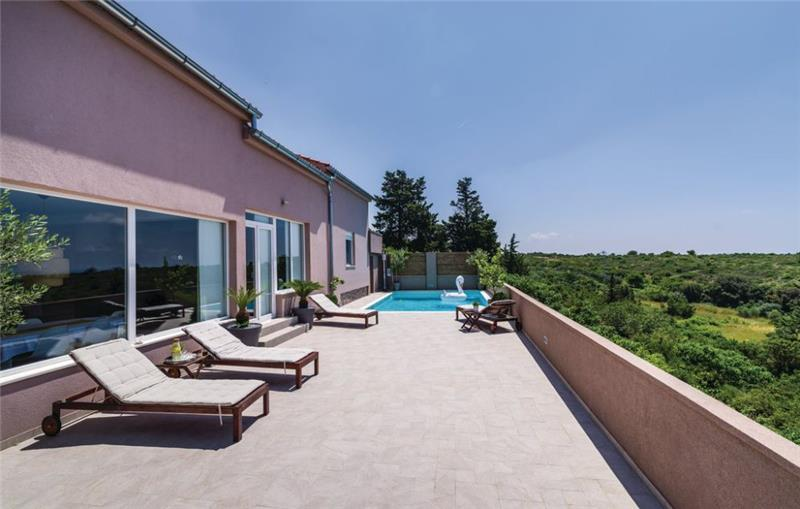 3 Bedroom Villa with Pool and Sea Views in Zadar, Sleeps 6