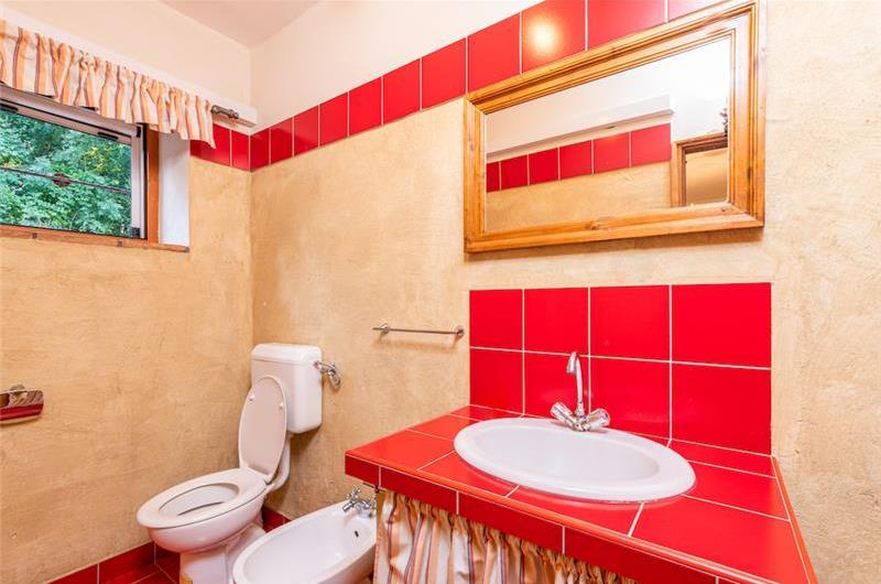 3 Bedroom Villa with Pool near Labin, Sleeps 6-8