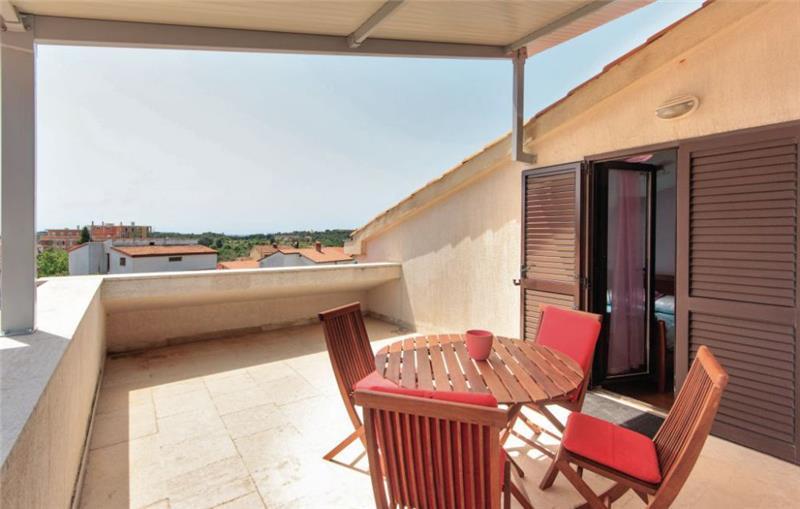9 Bedroom Villa with Pool near Pula, Sleeps 18