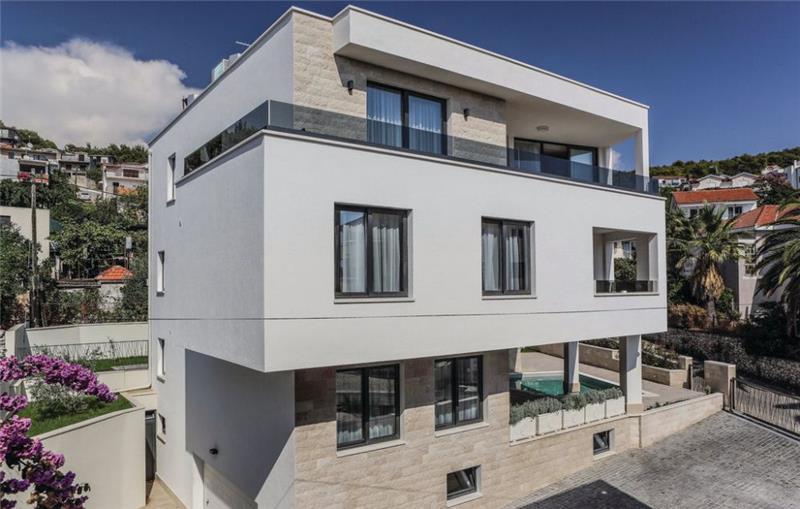 7 Bedroom Villa with Pool and Sea Views near Trogir, Sleeps 14