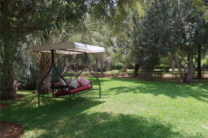 4 Bedroom Staffed Villa with Pool near Marrakech, Sleeps 8-10