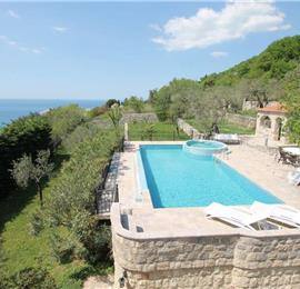 4 Bedroom Villa with Pool near Sveti Stefan, Sleeps 8-10