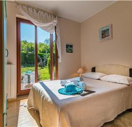 6 Bedroom Villa with Pool and Lounge Terrace near Rovinj, Sleeps 12