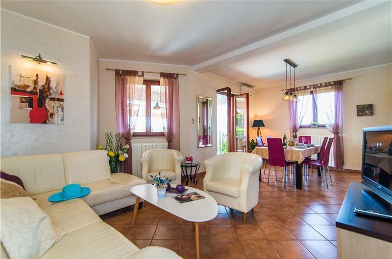 6 Bedroom Villa with Pool and Lounge Terrace near Rovinj, Sleeps 12