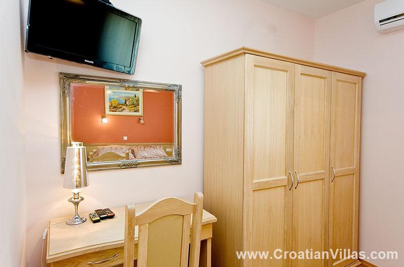 2 Bedroom Apartment on Pag Island, Sleeps 4-6