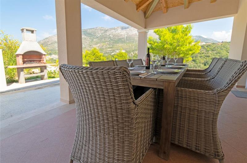 3 Bedroom Villa with Pool near Cavtat Centre, Sleeps 7-9