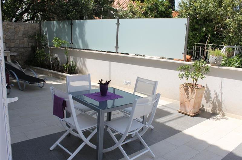 1 Bedroom Ground Floor Apartment with Terrace in Cavtat, Sleeps 2-4
