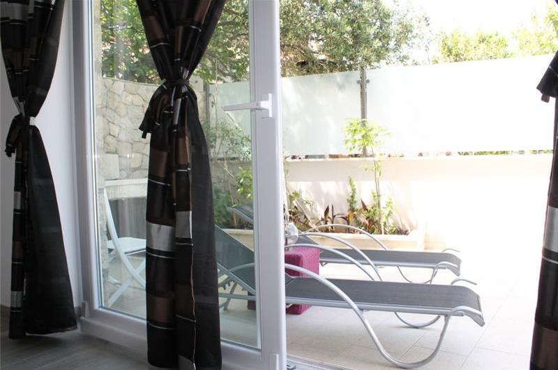 1 Bedroom Ground Floor Apartment with Terrace in Cavtat, Sleeps 2-4
