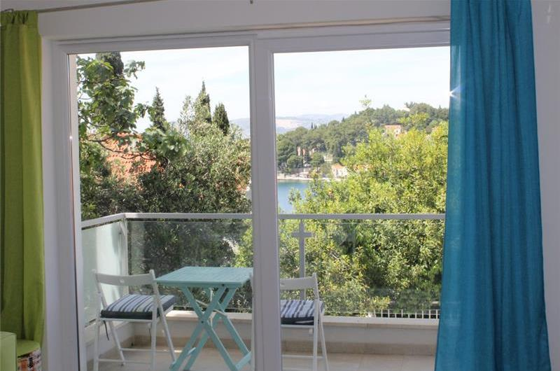 1 Bedroom First Floor Apartment with Balcony and Sea View in Cavtat, Sleeps 2-4