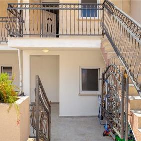 2 Bedroom Apartment with Balcony and Sea Views in Lapad Bay, Sleeps 4-6