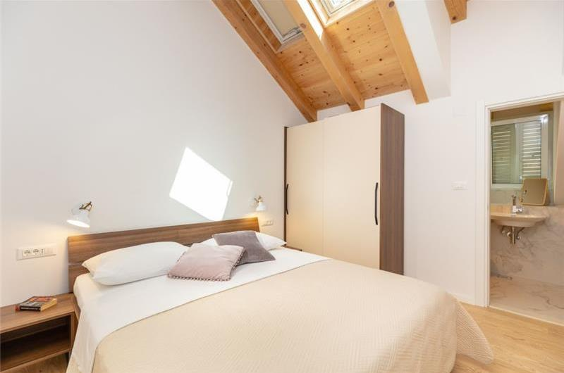2 Bedroom Apartment with Balcony and Shared Jacuzzi near Dubrovnik Old Town, Sleeps 4-6