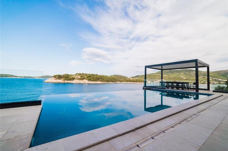 Luxury 7 bedroom Dubrovnik Beachfront Villa with Infinity Pool, Sleeps 14