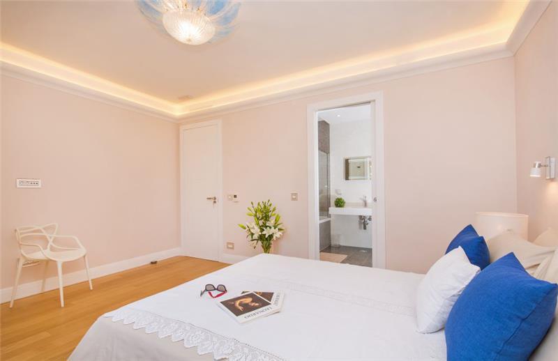 5 Bedroom Villa with Infinity Pool and Sea Views near Dubrovnik, Sleeps 10