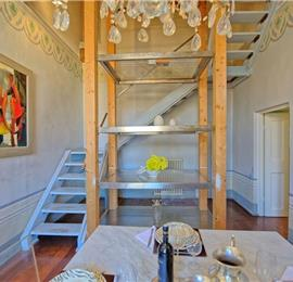 Spacious 4 Bedroom Apartment in Stunning Cortona Town, Sleeps 8