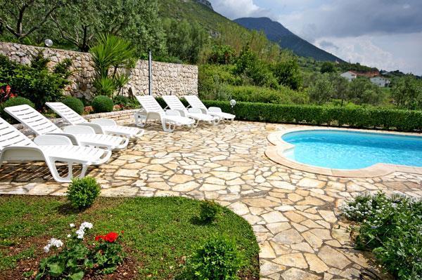 4 Bedroom Villa with Pool in Viganj near Orebic, Sleeps 8-10