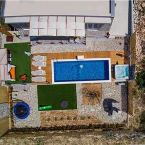 4 Bedroom Villa with Sea View, Pool and Jacuzzi near Trogir, Sleeps 8-10