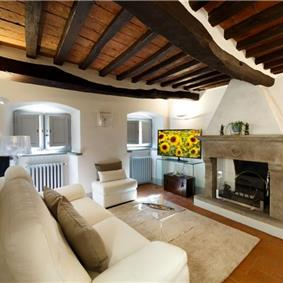 2 Bedroom Apartment in Cortona Town, Sleeps 3