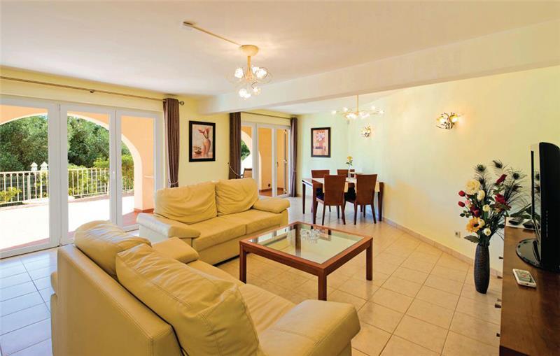 7 Bedroom Villa with Pool near Albufeira, Sleeps 14