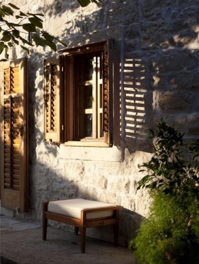 4 Bedroom seaside Villa with Pool in Orebic, Sleeps 7-8