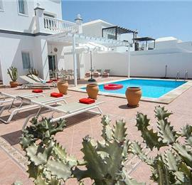 4 Bedroom Villa with Pool in Costa Teguise, Sleeps 8-9