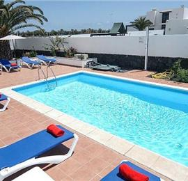 4 Bedroom Villa in Playa Blanca, Sleeps 8-10