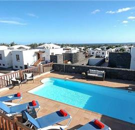 4 Bedroom Villa with Pool in Playa Blanca, Sleeps 8-10