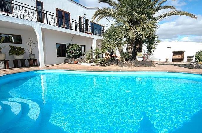 3 Bedroom Villa with Pool in Macher, Sleeps 6