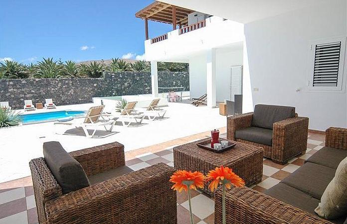 6 Bedroom Villa with Pool in Puerto Calero, Sleeps 10-18