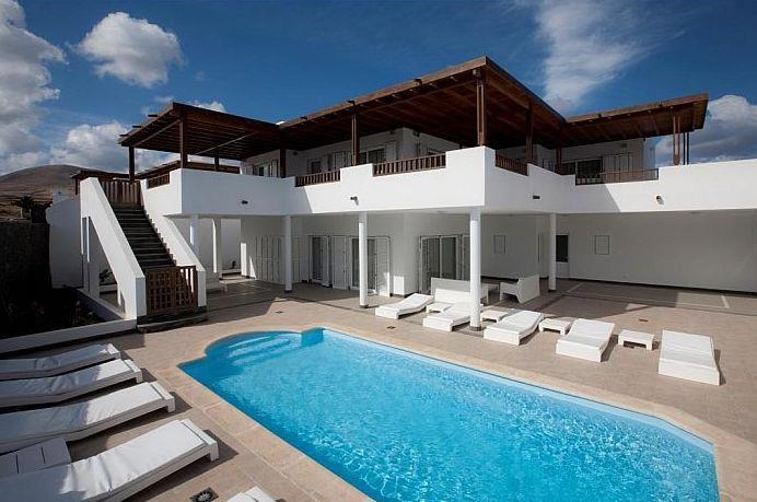 5 Bedroom Villa with Pool in Puerto Calero, Sleeps 10
