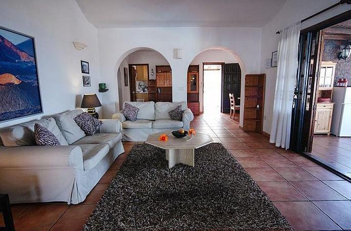 5 Bedroom Villa with Pool in Macher, Sleeps 10