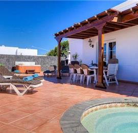 4 Bedroom Villa with Pool in Puerto del Carmen, Sleeps 8