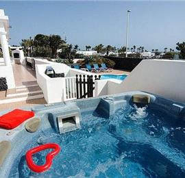 5 Bedroom Villa with Pool in Playa Blanca, Sleeps 11-12