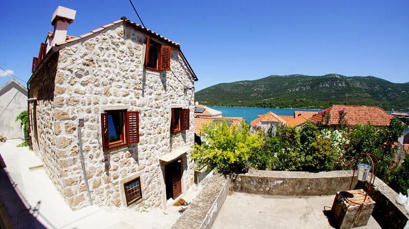 Attractive Cottage in Mali Ston, Peljesac, Sleeps 2-6