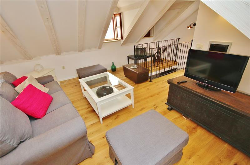 Attractive Cottage in Mali Ston, Peljesac, Sleeps 2-6