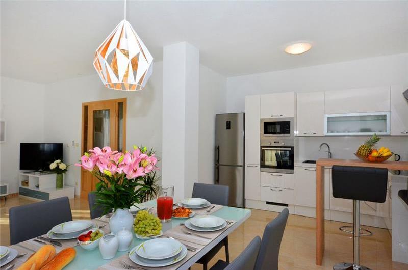 4 Bedroom Villa with Pool and Terrace near Primošten, Sleeps 8-10