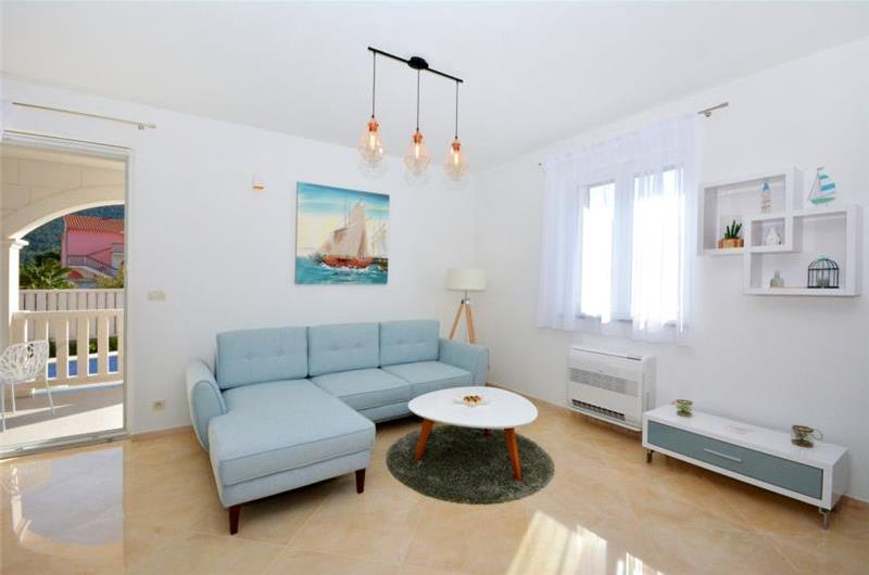 4 Bedroom Villa with Pool and Sea View in Grebastica, Sleeps 8-10
