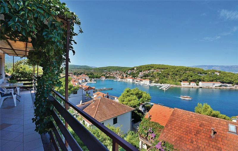 3 Bedroom Apartment with Balcony and Sea View, Sleeps 6