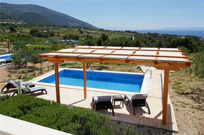 9 Bedroom Villa with Pool in Bol, sleeps 18 - 24