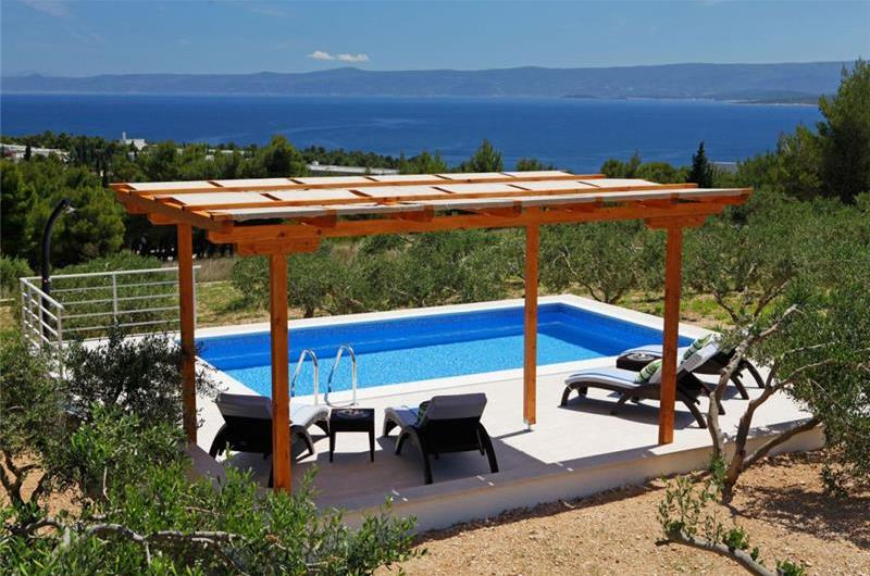 9 Bedroom Villa with Pool in Bol, sleeps 18 - 24