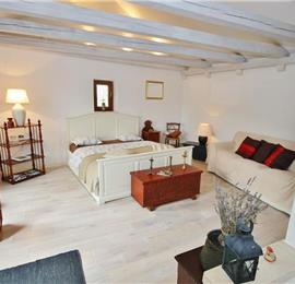 Stone studio cottage in Mali Ston, Peljesac. Sleeps 2-3