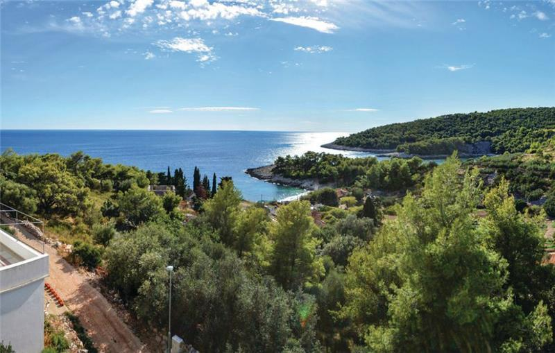 2 Bedroom Apartment with Balcony Sea View in Milna, Hvar, Sleeps 6
