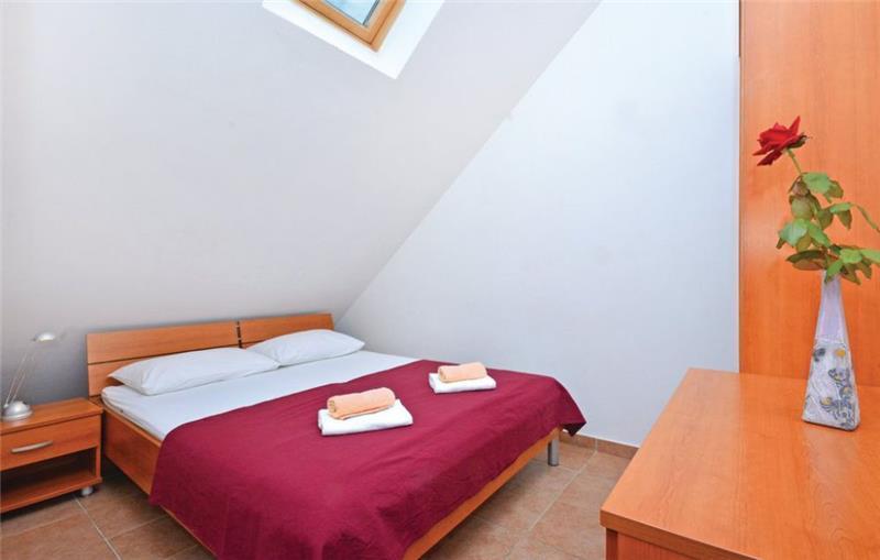2 Bedroom Apartment with Balcony Sea View in Milna, Hvar, Sleeps 6