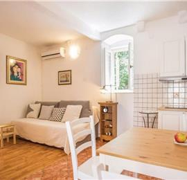 2 Bedroom Apartment with Balcony and Shared Garden in Vis, Sleeps 4-5