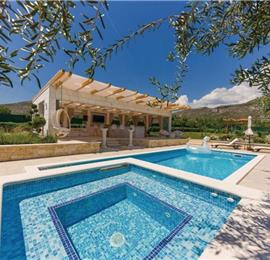 3 Bedroom Villa with Pool and Terrace near Trogir, Sleeps 6-8