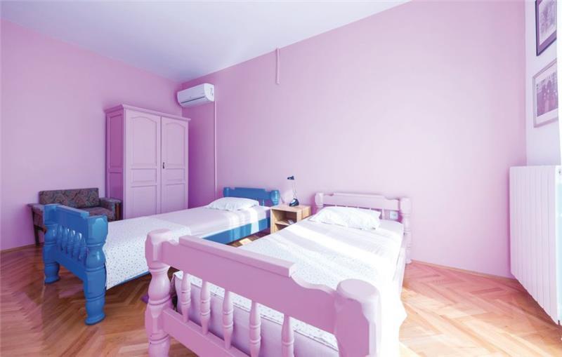 4 Bedroom Villa with Pool and Balcony on Ciovo Island near Trogir, Sleeps 8-9
