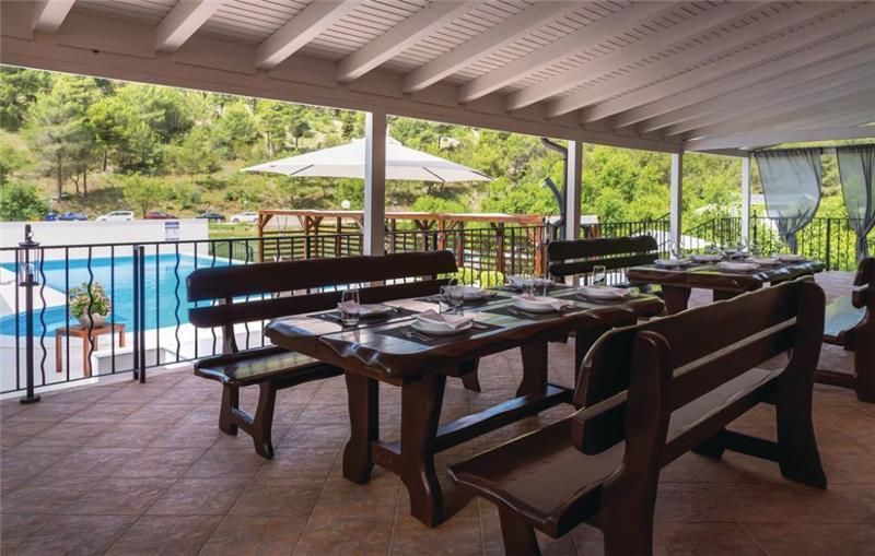 4 Bedroom Villa with Pool and Sauna in Skradin, Sleeps 8-14